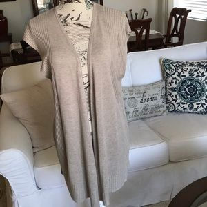 Beautiful knit vest in a great neutral color